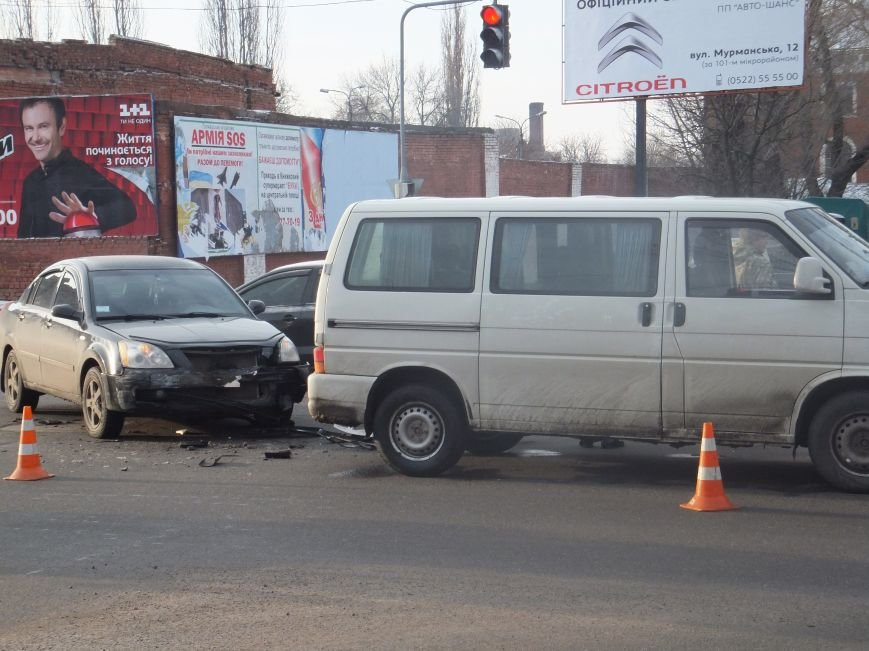 На перекрестке в Кировограде столкнулись два автомобиля. ФОТО (фото) - фото 1