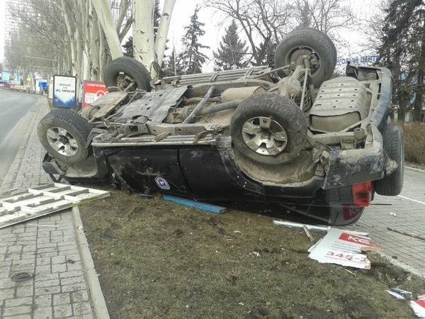 В центре Донецка перевернулся джип с боевиками (Фотофакт) (фото) - фото 3