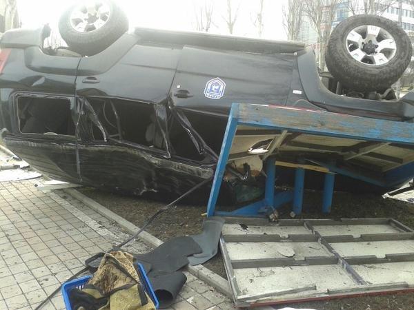 В центре Донецка перевернулся джип с боевиками (Фотофакт) (фото) - фото 1