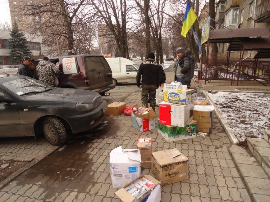 Мариуполь помогает пострадавшим в Дебальцево, где идут ожесточенные бои (ФОТОРЕПОРТАЖ) (фото) - фото 1