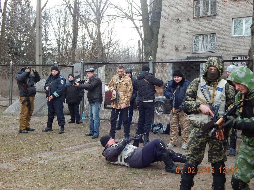 Днепродзержинкие милиционеры тренировались по тактике ведения боя в городских условиях (фото) - фото 1