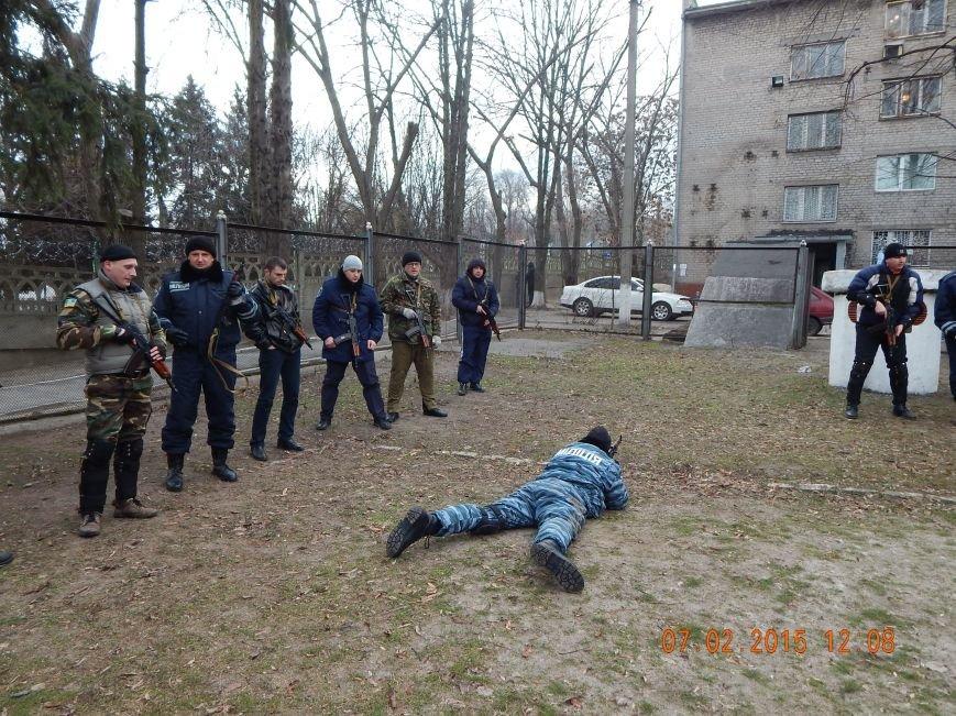 Днепродзержинкие милиционеры тренировались по тактике ведения боя в городских условиях (фото) - фото 4