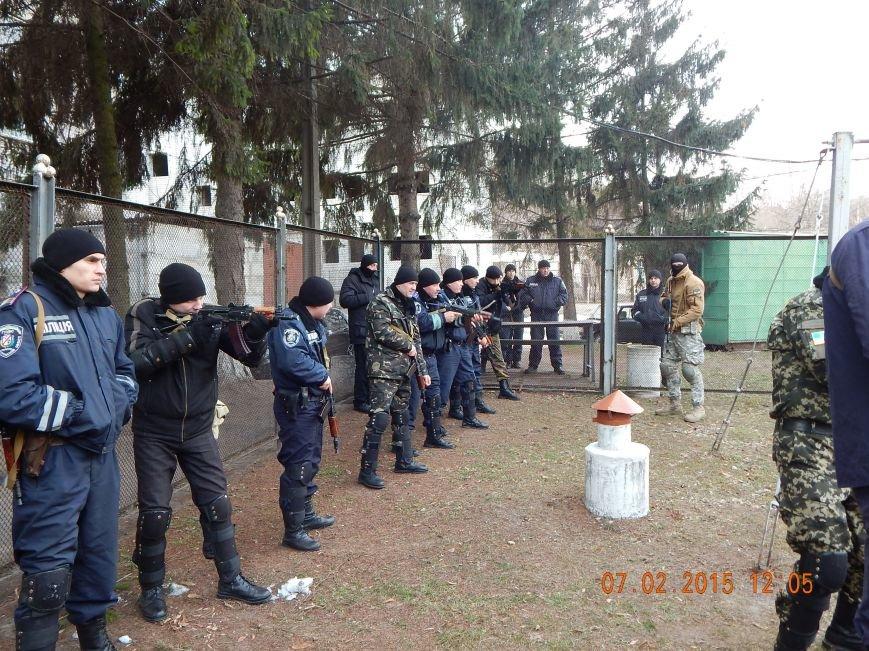 Днепродзержинкие милиционеры тренировались по тактике ведения боя в городских условиях (фото) - фото 3
