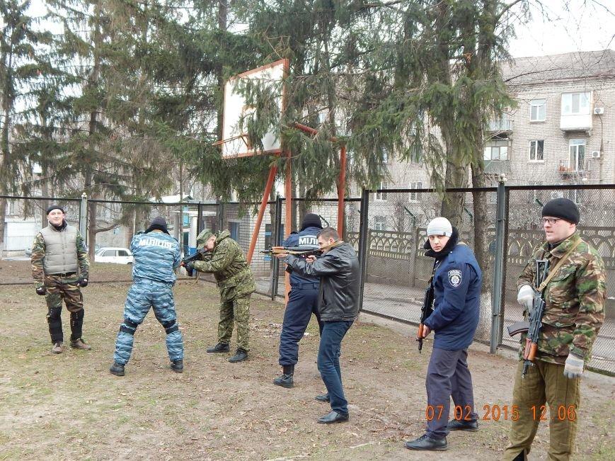Днепродзержинкие милиционеры тренировались по тактике ведения боя в городских условиях (фото) - фото 2