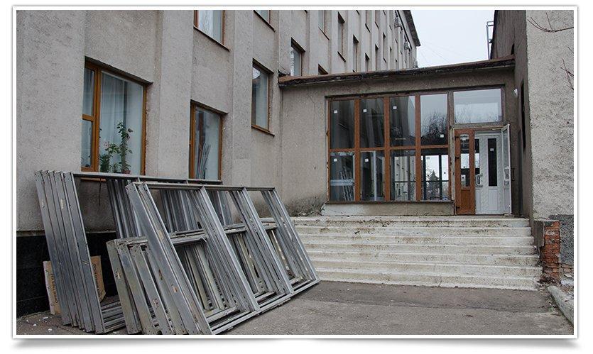 В здании администрации Славянска будут новые двери и окна (фото) - фото 2