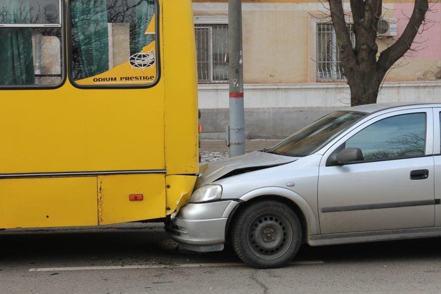 Тройное ДТП в Кривом Роге: «Опель» зажало между маршруткой и грузовиком  (ФОТО), фото-2
