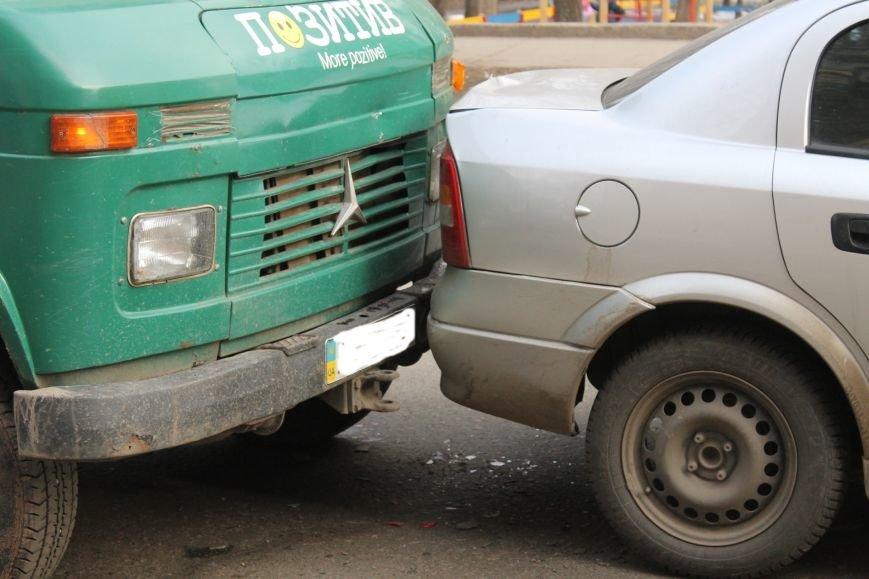 Тройное ДТП в Кривом Роге: «Опель» зажало между маршруткой и грузовиком  (ФОТО), фото-7