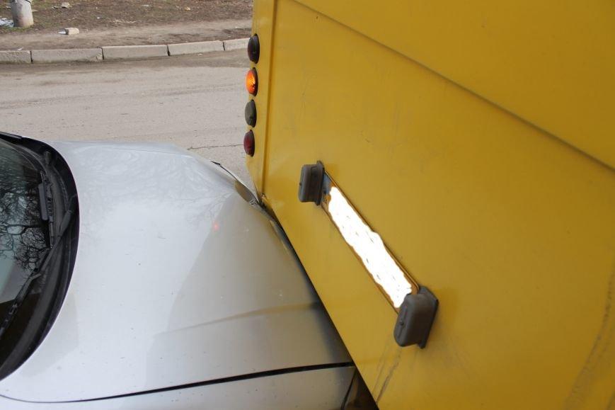 Тройное ДТП в Кривом Роге: «Опель» зажало между маршруткой и грузовиком  (ФОТО), фото-13