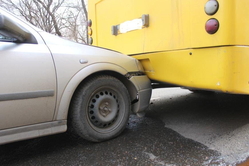 Тройное ДТП в Кривом Роге: «Опель» зажало между маршруткой и грузовиком  (ФОТО), фото-11