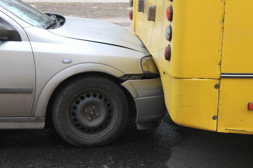 Тройное ДТП в Кривом Роге: «Опель» зажало между маршруткой и грузовиком  (ФОТО), фото-8