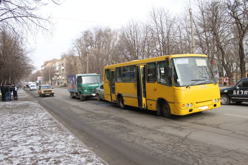 Тройное ДТП в Кривом Роге: «Опель» зажало между маршруткой и грузовиком  (ФОТО), фото-12