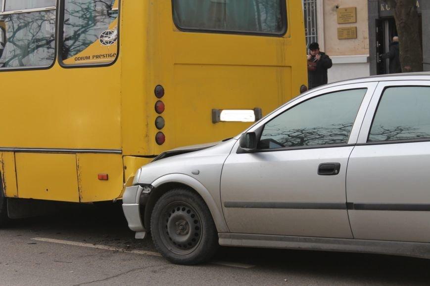 Тройное ДТП в Кривом Роге: «Опель» зажало между маршруткой и грузовиком  (ФОТО), фото-3
