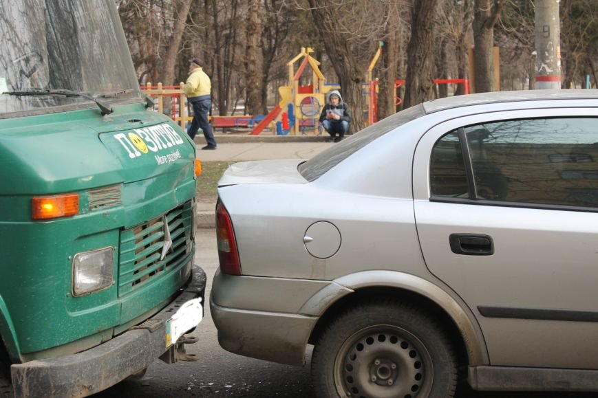 Тройное ДТП в Кривом Роге: «Опель» зажало между маршруткой и грузовиком  (ФОТО), фото-6