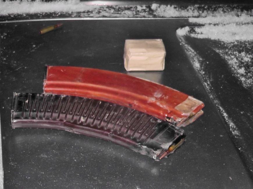 На Кіровоградщині працівники ДАІ затримали водія, який перевозив у салоні свого автомобіля зброю та набої. ФОТО (фото) - фото 1