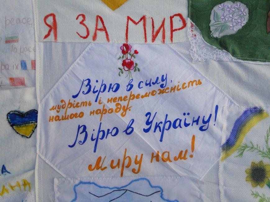 Хмельницькі гімназисти створюють «Стрічку миру» для українського кордону (фото) - фото 1