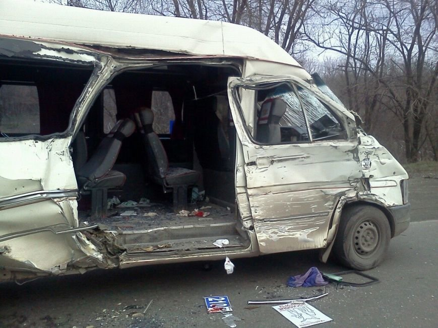 ДТП в Кривом Роге: при столкновении маршрутки и  МАЗа пострадали 8 пассажиров (фото) - фото 1