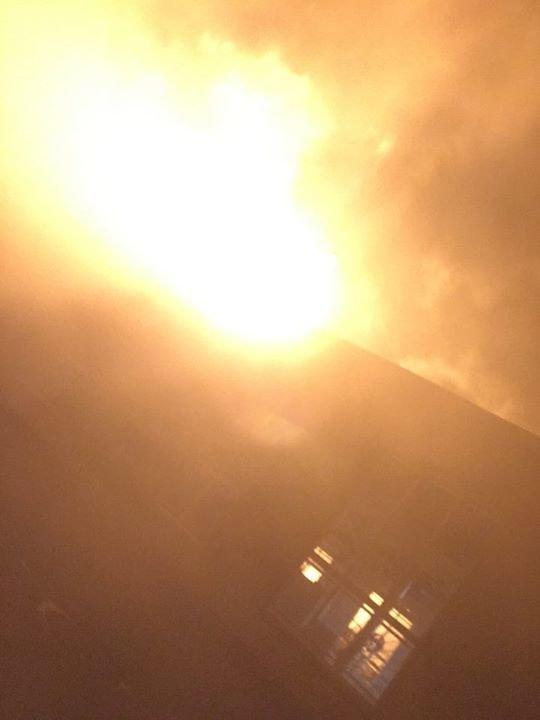 В результате очередного обстрела АКХЗ горит газопровод (фото), фото-1