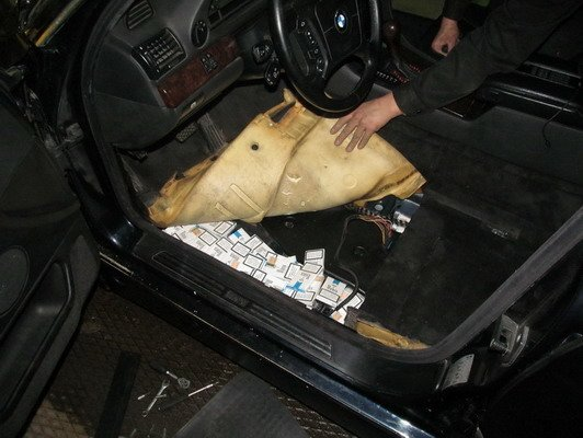 Россиянин пытался вывезти в Литву 2 тыс пачек сигарет с табличкой «На Берлин» (Фото), фото-2