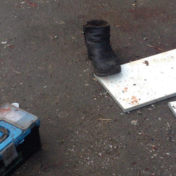 В Донецке обстреляна автостанция «Центр» и проходная ДМЗ - есть раненые и погибшие (ФОТО, ВИДЕО) (фото) - фото 3