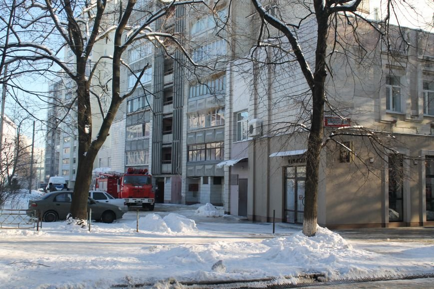 Сильный пожар в многоэтажке в центре Сум: 1 погибший, 5 пострадавших (ФОТО). ОБНОВЛЕНО, фото-4