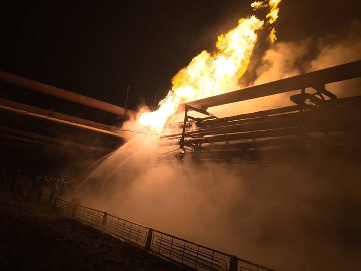 Пожар на АКХЗ после вчерашнего обстрела удалось ликвидировать за 10 часов (фото, видео), фото-1