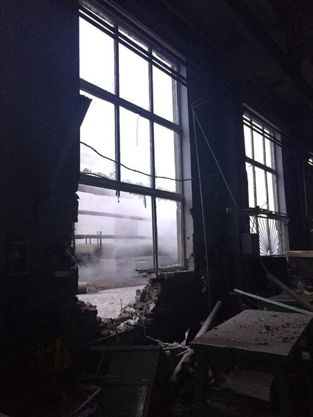 Пожар на АКХЗ после вчерашнего обстрела удалось ликвидировать за 10 часов (фото, видео) (фото) - фото 3