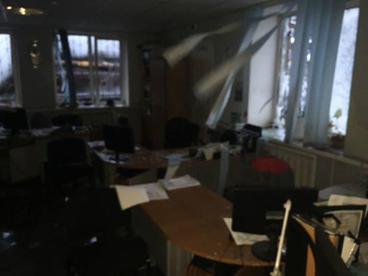 Пожар на АКХЗ после вчерашнего обстрела удалось ликвидировать за 10 часов (фото, видео), фото-2