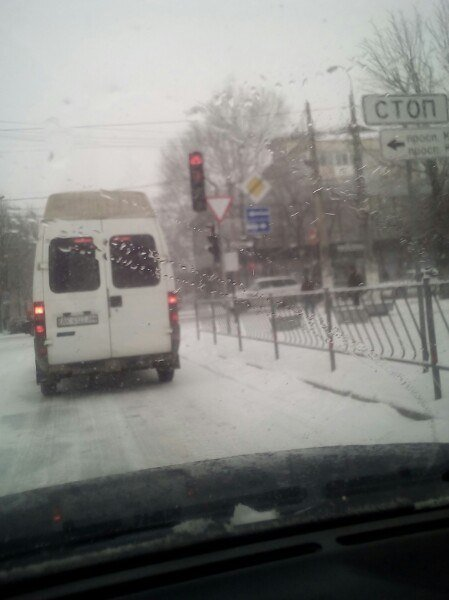 В Симферополе снегопад: на дорогах пробки, маршруток не дождаться, коммунальщики заверяют — работают в усиленном режиме (ФОТО, ВИДЕО) (фото) - фото 4