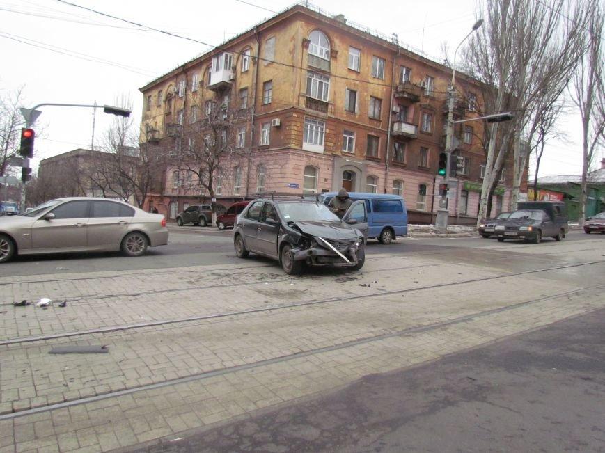 Мариуполец не пропустил автомобиль скорой помощи с бойцами (ФОТО+ВИДЕО), фото-1
