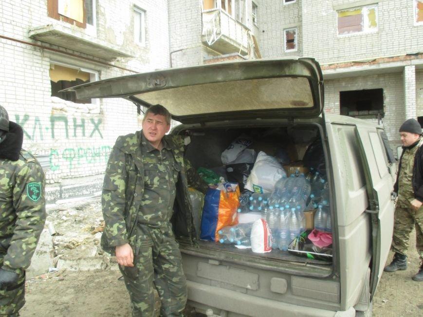 Волонтеры Кривого Рога под обстрелами доставили бойцам «гуманитарку» и  спасли маму с сыном (ФОТО), фото-6