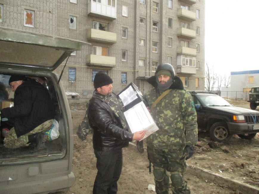 Волонтеры Кривого Рога под обстрелами доставили бойцам «гуманитарку» и  спасли маму с сыном (ФОТО), фото-3