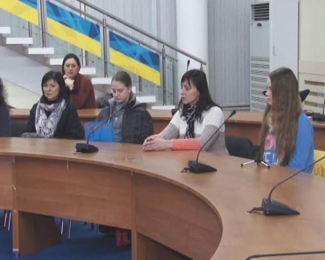 Восемь детей-переселенцев отправились из Днепропетровска в Литву учиться (ФОТО), фото-1
