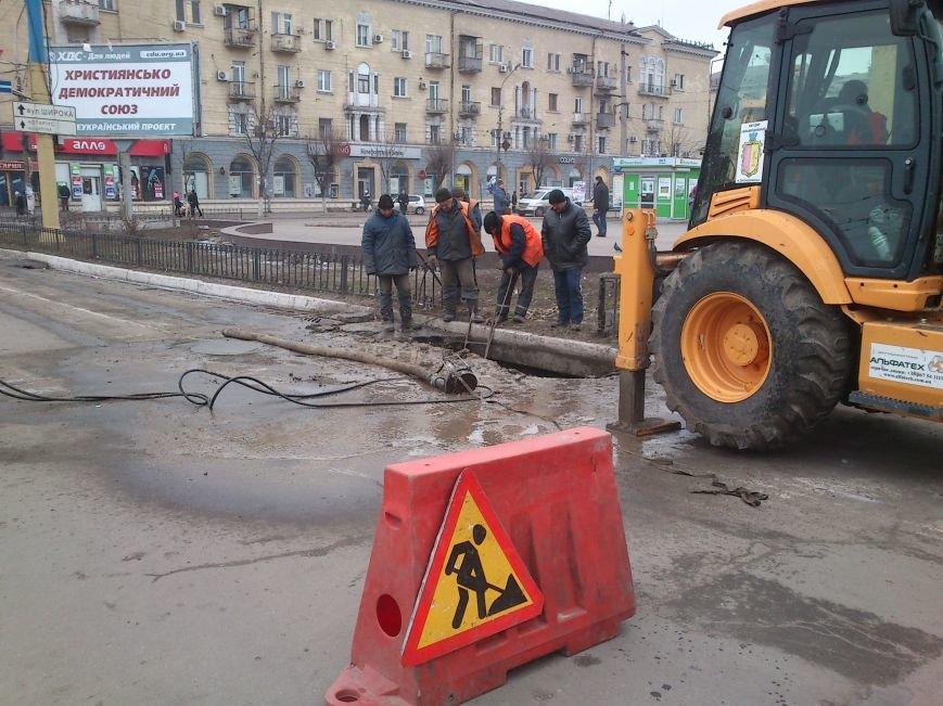 В центре Днепродзержинска из-за аварийно-восстановительных работ частично ограничено движение, фото-1