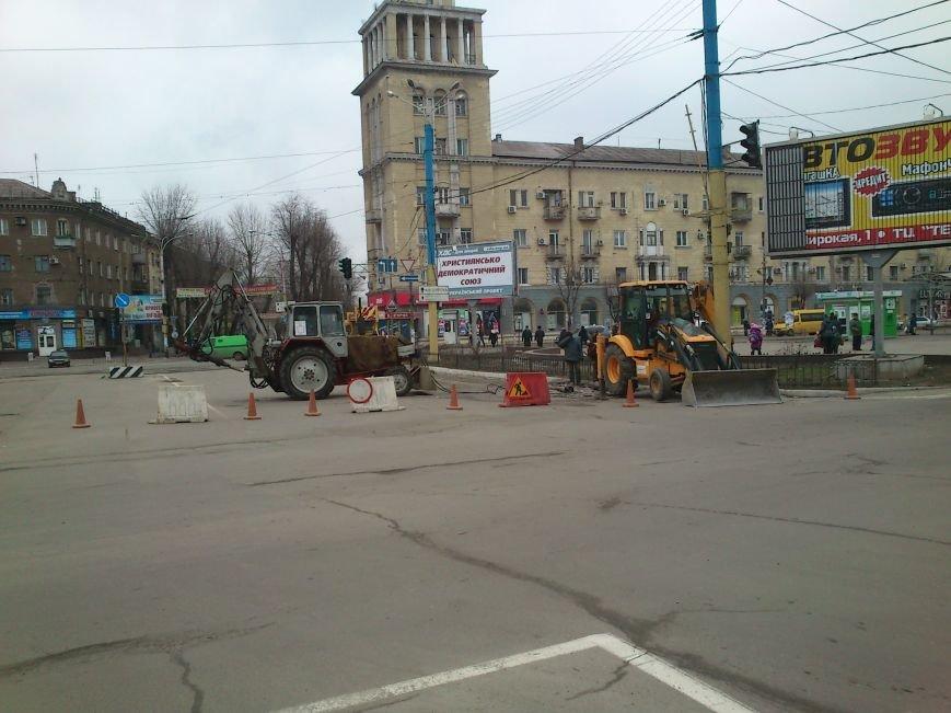 В центре Днепродзержинска из-за аварийно-восстановительных работ частично ограничено движение, фото-3