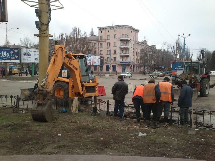 В центре Днепродзержинска из-за аварийно-восстановительных работ частично ограничено движение, фото-2