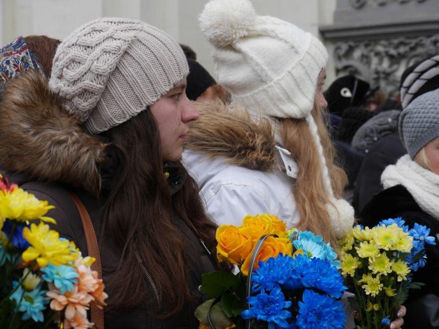 Сотні тернополян провели в останню путь бійця АТО Олександра Орляка (фото) - фото 2