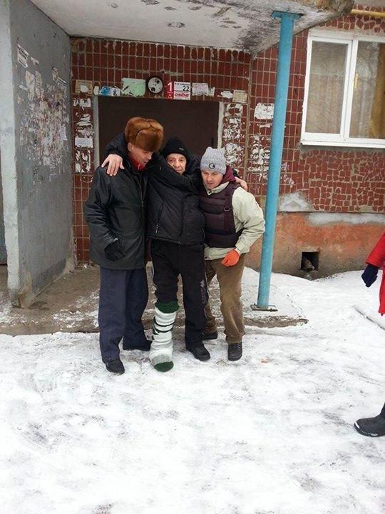 Вчера в старой части Авдеевки волонтеры раздали продукты питания и воду (фотофакт), фото-8
