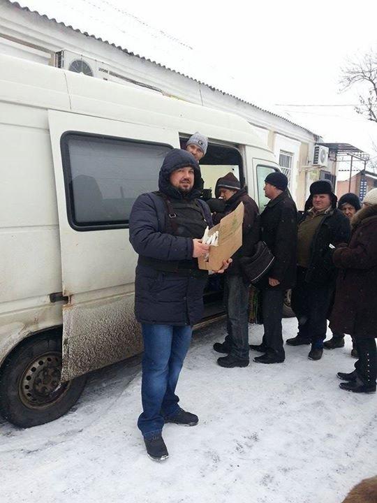Вчера в старой части Авдеевки волонтеры раздали продукты питания и воду (фотофакт), фото-2