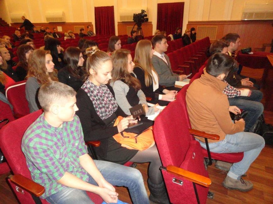 Молодежь Мариуполя узнает на себе почему горсовет и коммунальщики не могут выполнить их мечту о европейском стандарте жизни (ФОТО) (фото) - фото 1