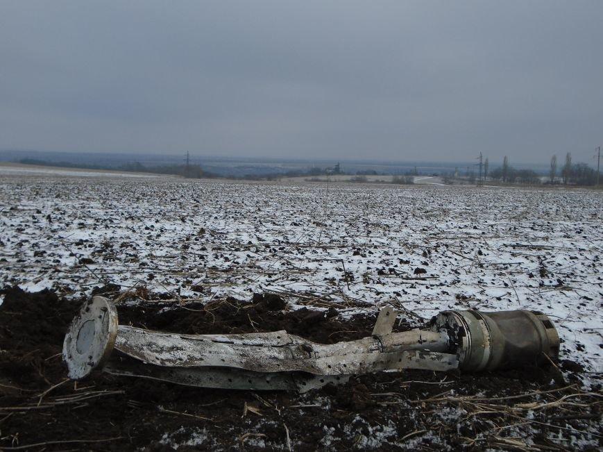 Боеприпасы и разруха: новые кадры обстрела Гродовки (ОБНОВЛЕНО) (фото) - фото 36