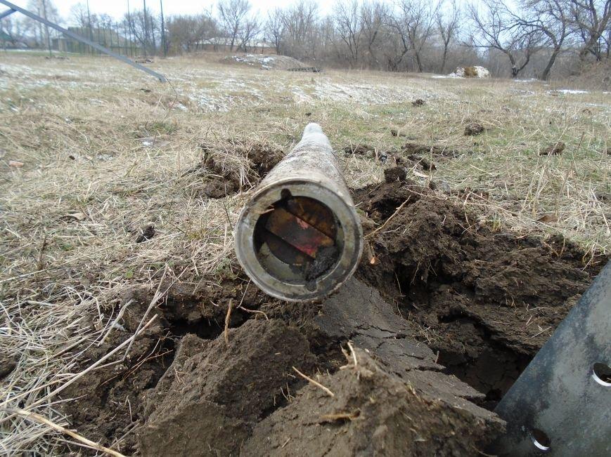 Боеприпасы и разруха: новые кадры обстрела Гродовки (ОБНОВЛЕНО) (фото) - фото 33