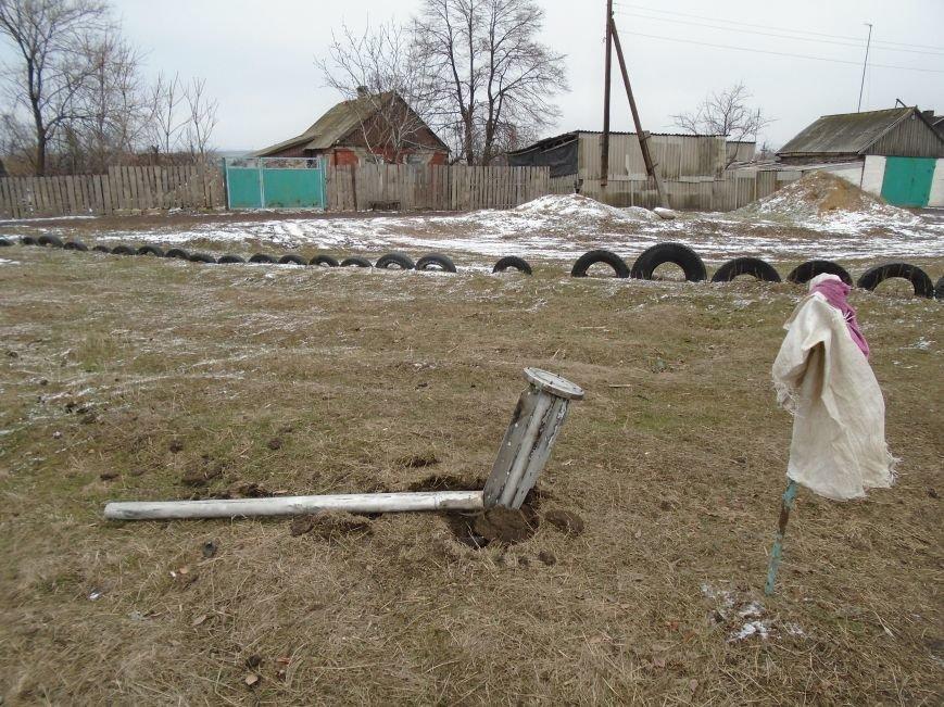 Боеприпасы и разруха: новые кадры обстрела Гродовки (ОБНОВЛЕНО) (фото) - фото 29