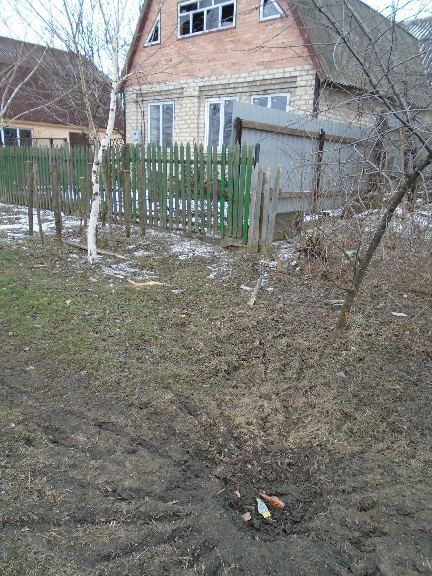 Боеприпасы и разруха: новые кадры обстрела Гродовки (ОБНОВЛЕНО) (фото) - фото 24