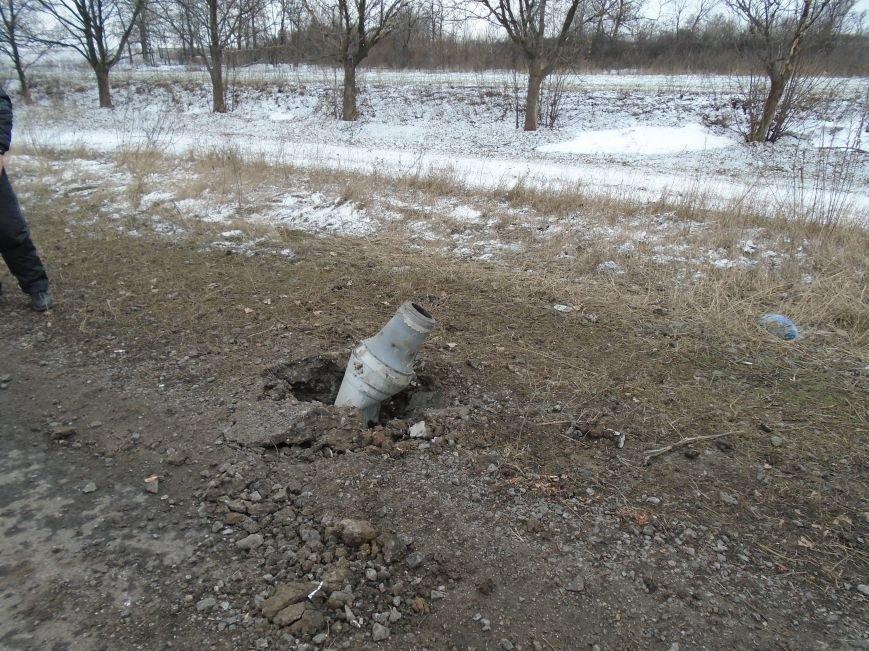 Боеприпасы и разруха: новые кадры обстрела Гродовки (ОБНОВЛЕНО) (фото) - фото 14