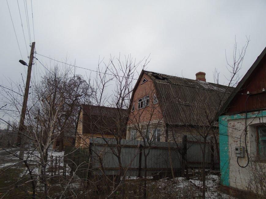 Боеприпасы и разруха: новые кадры обстрела Гродовки (ОБНОВЛЕНО) (фото) - фото 26