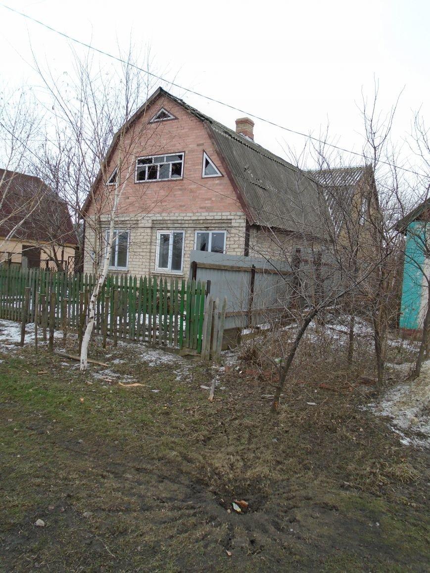 Боеприпасы и разруха: новые кадры обстрела Гродовки (ОБНОВЛЕНО) (фото) - фото 25