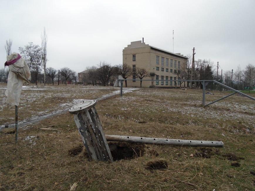 Боеприпасы и разруха: новые кадры обстрела Гродовки (ОБНОВЛЕНО) (фото) - фото 32