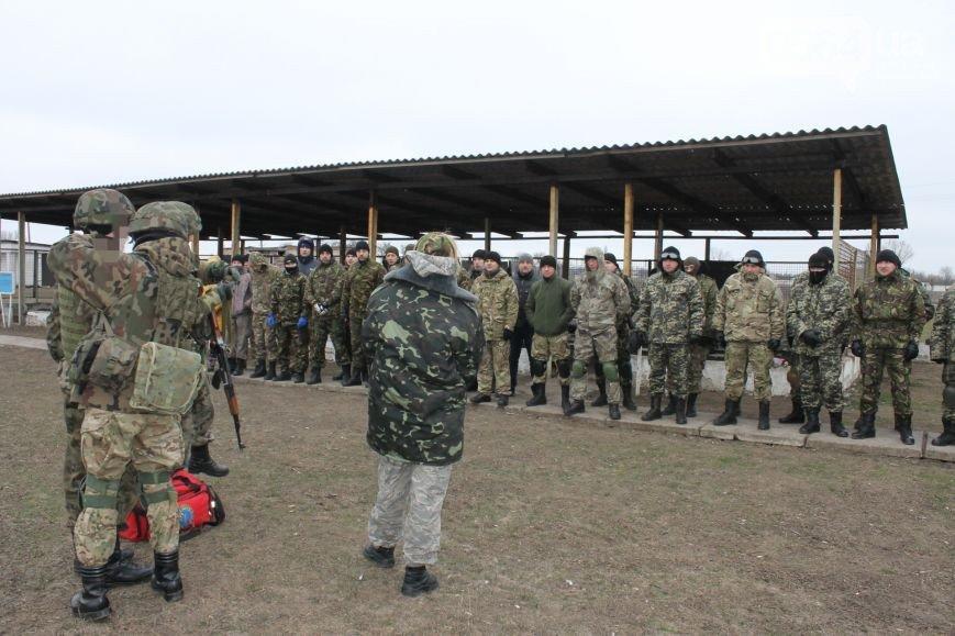 В Кривом Роге спецбатальону подарили автобус, «Правый сектор» обучали тактической медицине, волонтеры спасли маму с сыном (фото) - фото 2