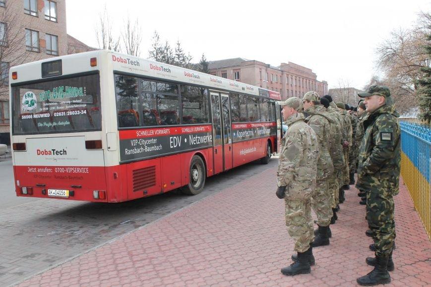 В Кривом Роге спецбатальону подарили автобус, «Правый сектор» обучали тактической медицине, волонтеры спасли маму с сыном (фото) - фото 1