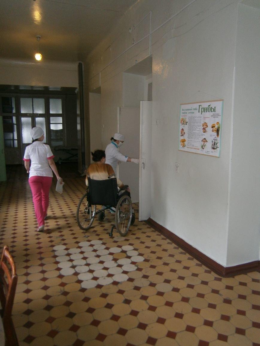 В Димитровской больнице с ранением находится переселенка из Авдеевки (фото) - фото 1